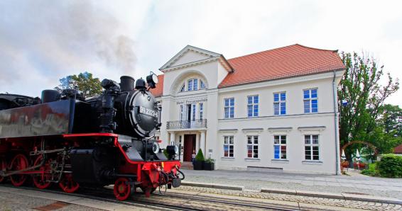 Ostsee: 3 Tage im Halbersbacher Prinzenpalais Bad Doberan inkl. tägl. 3-Gänge-Menü und Sauna für 198€ statt 423€