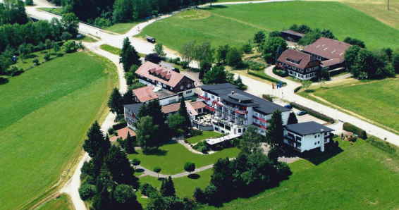 Schwarzwald: 3 Tage im DZ 1 x inkl. 3-Gänge-Menü, Spa mit Hallenbad, Sauna und 1 x Wellnessgutschein im Park Hill