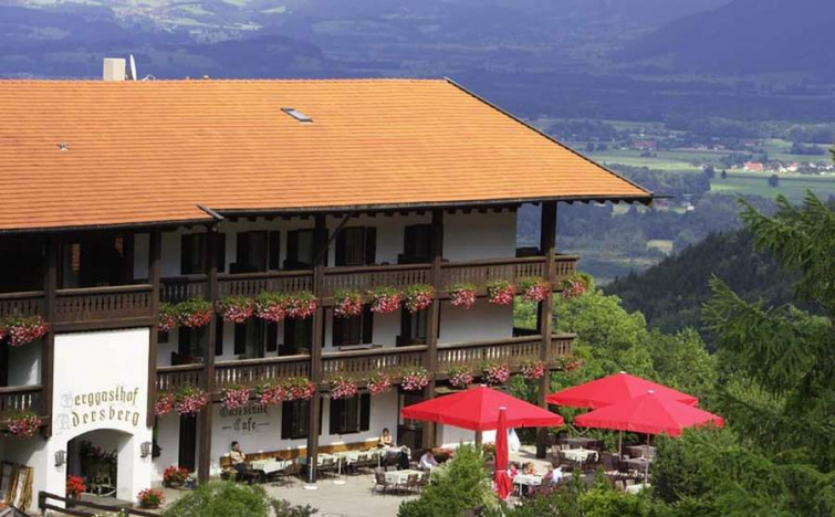 Chiemsee/Grassau: 2 Tage im für Zwei mit Frühstück, Sauna, Außenpool und Parkplatz im Flair Hotel Berggasthof Adersberg für 85€ statt 134€